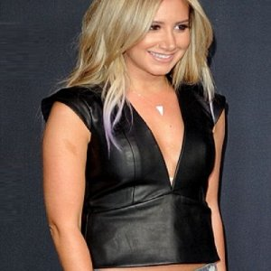 ashley-tisdale-leather-vest-the-walking-deads-premiere